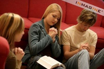 Adolescentii se roaga