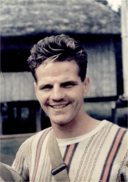 Jim Elliot alb negru
