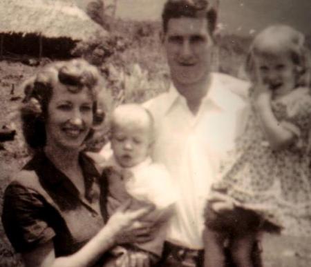 Roger Youderian si familia lui