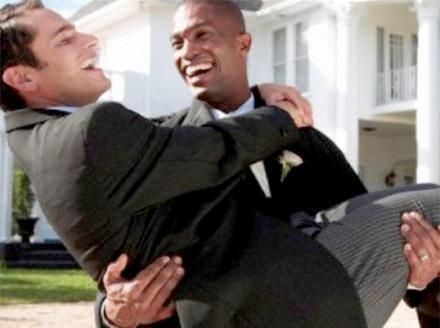 Homosexuali care se casatoresc ca asa vrea Europa civilizata secularizata si ateizata