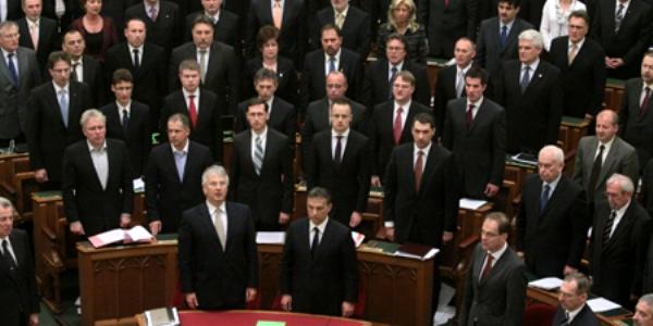 PARLAMENTUL MAGHIAR A VOTAT NOUA CONSTITUŢIE
