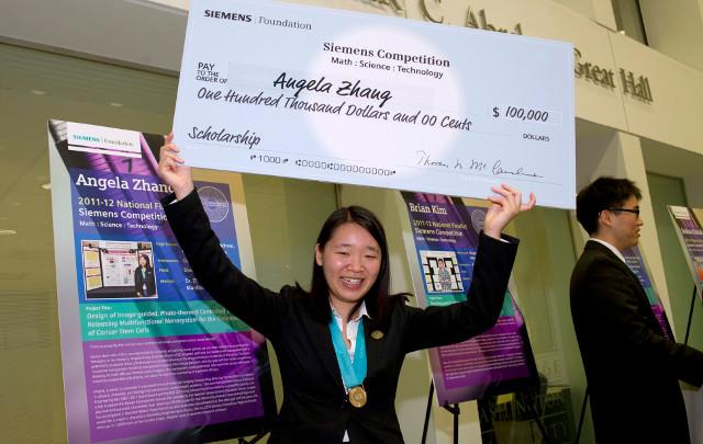 Angela Zhang a castigat premiul de o suta mii dolari pentru ca a reusit sa produca o nanoparticula utila in distrugerea celulelor cancerigene