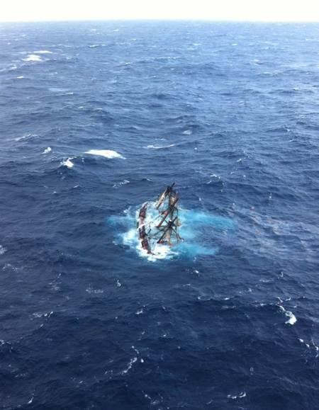 NAVA HMS BOUNTY SCUFUNDATA DE URAGANUL SANDY IN LARGUL OCEANULUI ATLANTIC