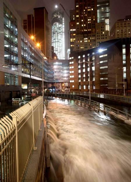 NEW YORK CITY A AVUT DE SUFERIT DIN CAUZA URAGANULUI SANDY